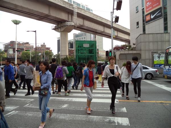 2013-06-03 Busan Street Crossing (1)
